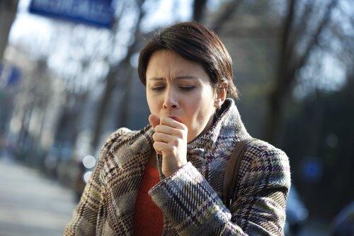 8 sorpresivos signos del cáncer de pulmón que no debes pasar por alto