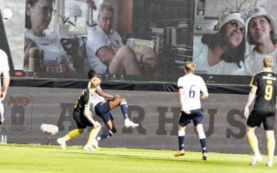 El fútbol regresó a Dinamarca con público en las gradas…a través de Zoom